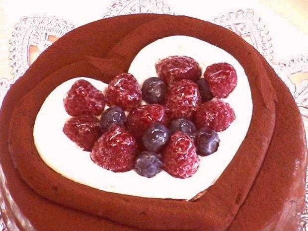 濃厚チョコの「ハートデコレーションケーキ」