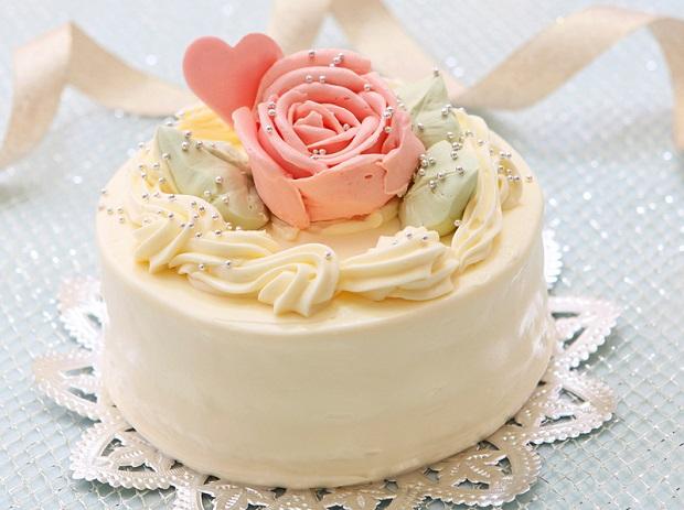 バラのケーキがかわいくて美味しそう
