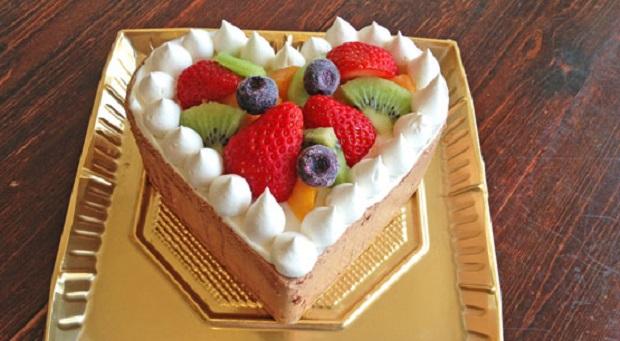 可愛いハートの「チョコレートアイスケーキ」