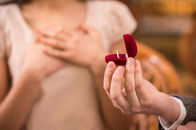 就職での遠距離カップルは同棲・結婚を目標にしよう!