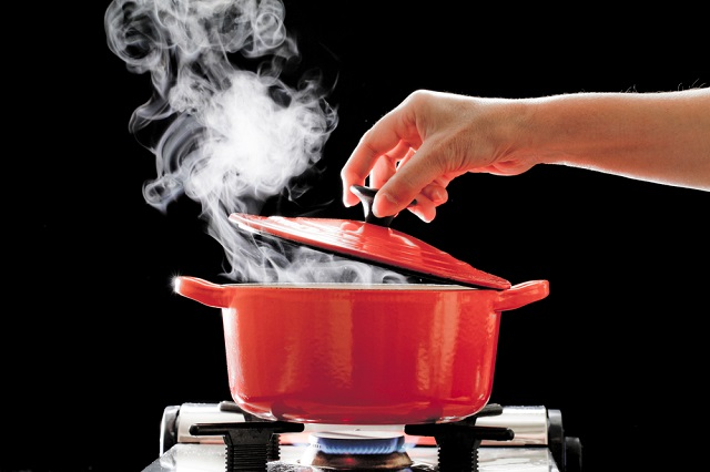 初めて彼氏に料理を作る時におすすめなのは煮込み料理!