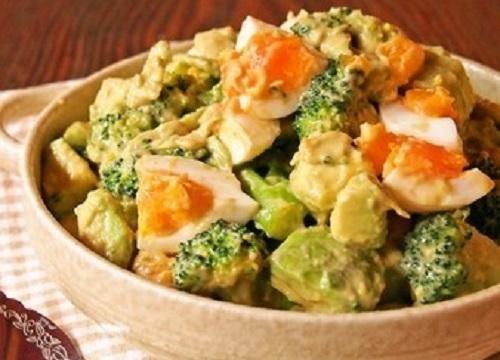 第1位:半熟卵とブロッコリーのアボカドサラダ