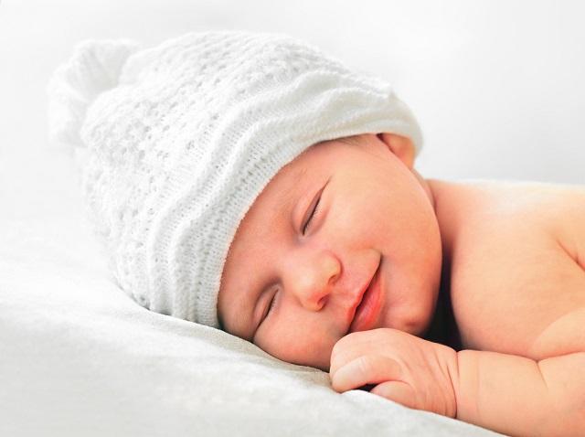 生後2週間後から赤ちゃんの睡眠時間が激減!