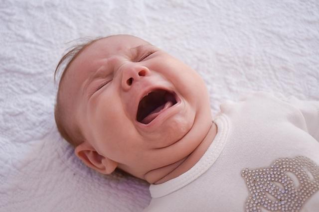 初めての注射に大泣き!顔を真っ赤にしてまさに「赤ちゃん」!