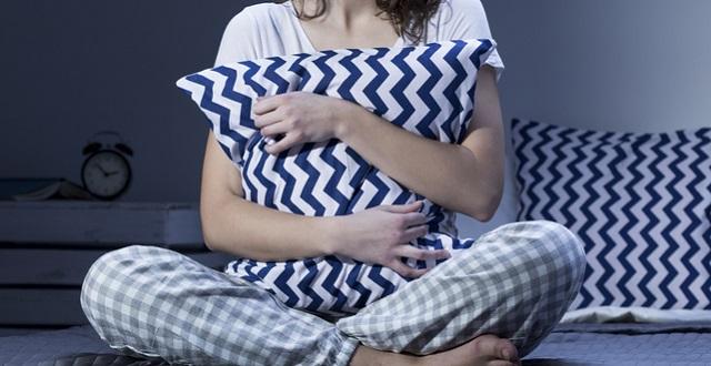 夜間授乳後にすぐ眠りにつきたい!目が冴えるのを防ぐ方法とは?