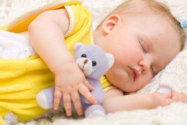 理想の寝かしつけ方法は安眠グッズを持たせて添い寝するだけ!ネントレ開始!