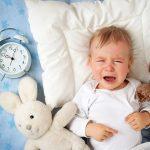 生後3ヶ月の赤ちゃんが1時間おきで夜起きる!授乳以外で起こさないで…!