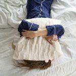 産後の細切れ睡眠はいつまで続く?頻回授乳→睡眠退行→夜泣きの睡眠不足で限界!