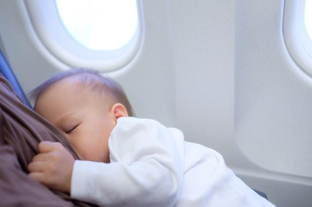 飛行機内で座ったままお昼寝出来る?